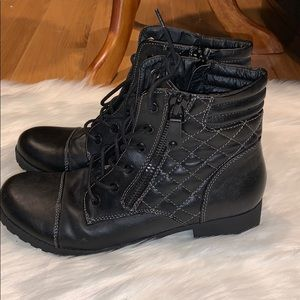 Guess by guess boots 🥾 for women size 9M.